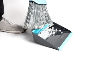 Dustpan with Teeth