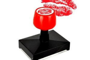 Kiss Stamper